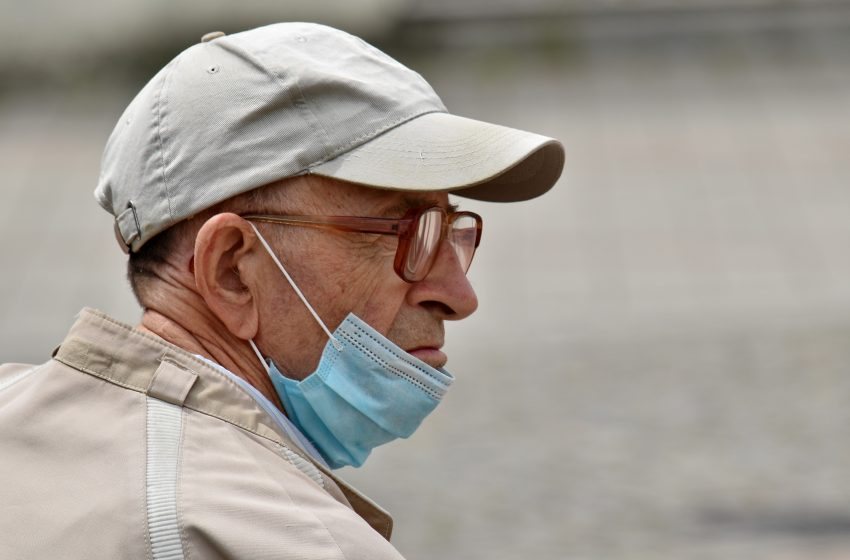 Man Who Doesn't Wear Mask Over His Nose Doesn't Understand How He Tested Positive for COVID-19