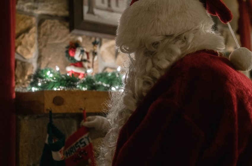 Bombshell Report Reveals that Malls Have Been Moving Mall Santa's Around to Different Malls Similar to How the Catholic Church Does With Priests