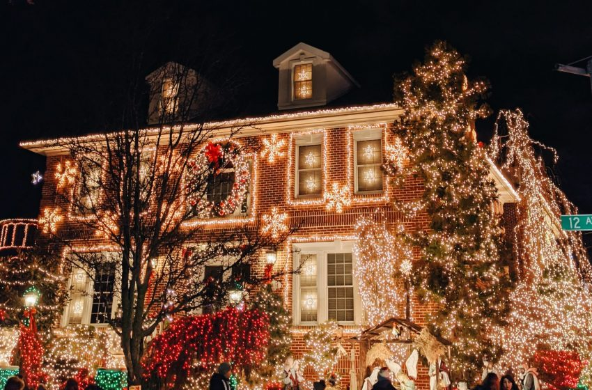 City of Buffalo Announces Anyone Who Doesn't Take Down Their Christmas Decorations by Tomorrow Will Be Evicted From Their House