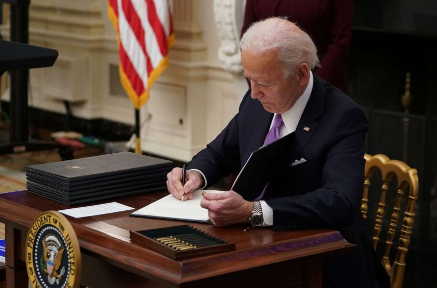 President Biden Signs Executive Order Raising the Minimum Wage to $15 an hour by 2178