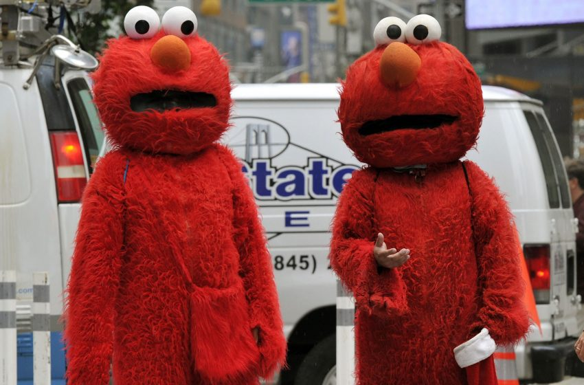 Man Beaten By 7 Elmos in Times Square After Refusing to Tip Them for Picture He Didn't Want
