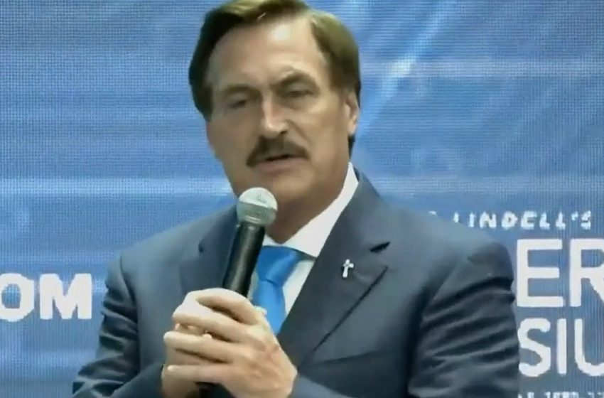 'My Pillow' CEO Mike Lindell Accidentally Shows Video of Him Fucking a Pillow at Cyber Symposium Instead of Any Proof of Voter Fraud